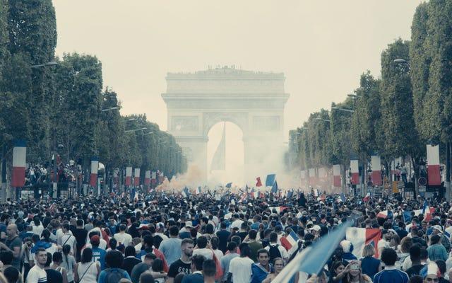 パリの警官ドラマレミゼラブルは、ヴィクトルユーゴーと同じ正しい言葉を話します