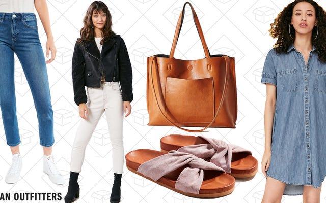शहरी आउटलेट पर सभी महिलाओं के सामानों की बिक्री पर 50% की छूट