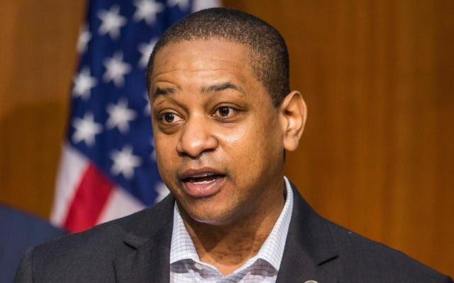 論理または品位の欠如を示して、バージニア州副知事フェアファックスは彼がジョージフロイドとエメットティルのように扱われたと言います