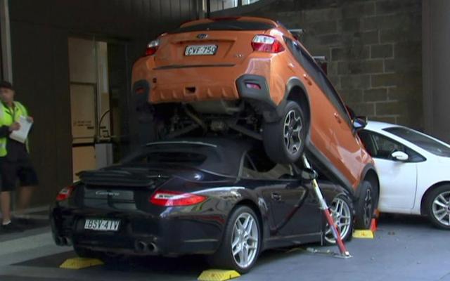 Служащий поставил Porsche 911 под Subaru, создал башню из оппозитных двигателей