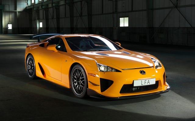 Félicitations aux trois (3) personnes qui ont acheté une nouvelle Lexus LFA l'année dernière