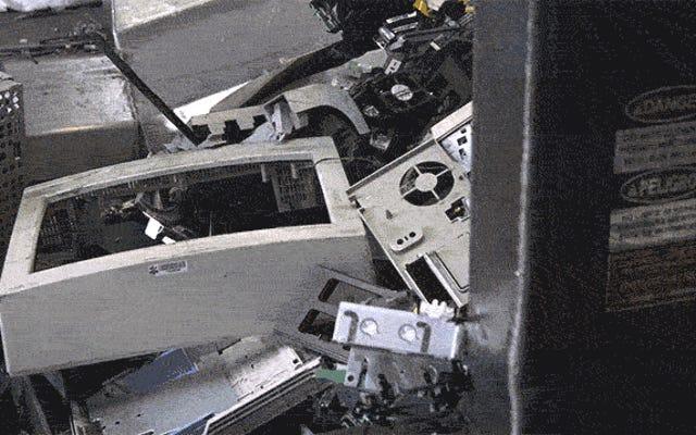 あなたの死んだ技術がE-Wasteリサイクルプラントで取り壊されるのを見てください