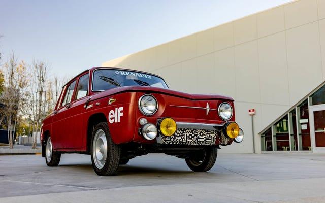 Este maravilloso y extraño Renault R8 de 1966 se salvó de la trituradora