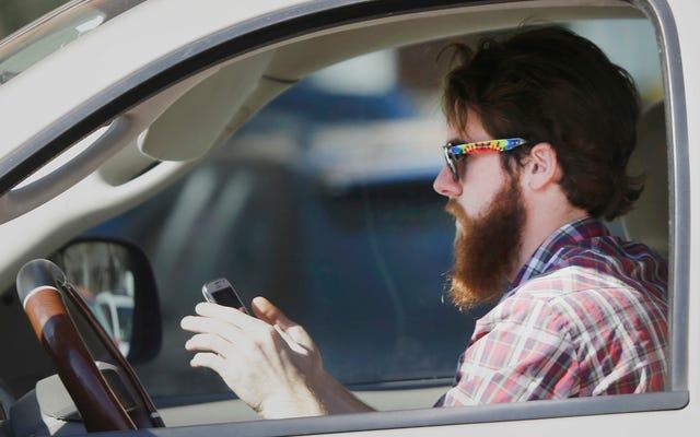 माज़दा फ़ाइलें पेटेंट जो हर किसी को लाभ पहुंचा सकती हैं जो ड्राइविंग करते समय अपने फोन से चिपके हुए हैं