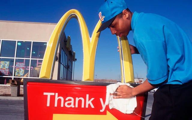 """Zatrzymaj się w lokalnej restauracji typu fast food na """"pączki"""" lub """"niechlujstwo za 99 centów"""""""