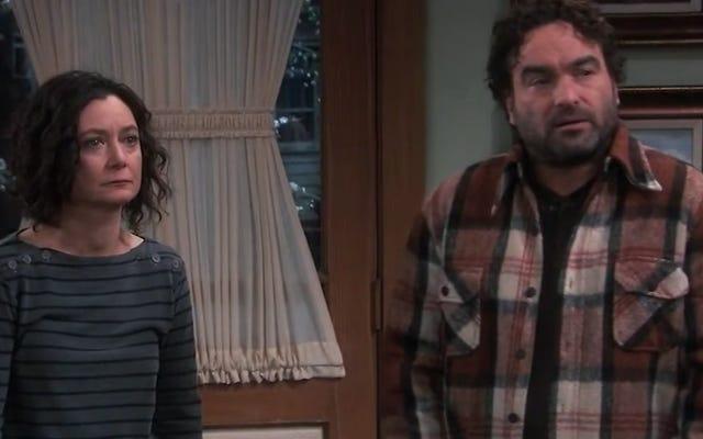 Roseanne chào mừng sự trở lại của Johnny Galecki cùng với một số nét trầm ngâm cũ của nó