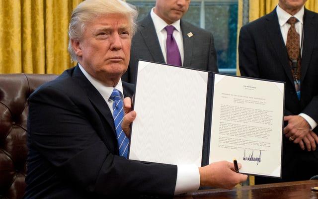 ポンプ大統領-偽物が別のTwitterかんしゃくを投げ、拒否権支出法案を脅かし、誰も彼を信じない
