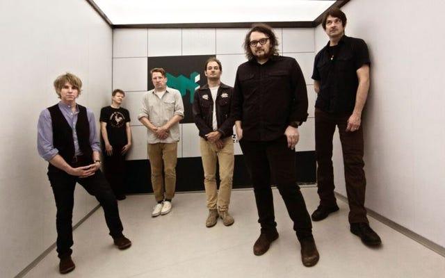 Wilcoは10枚目のスタジオアルバムであるSchmilcoのサウンドを取り除きます