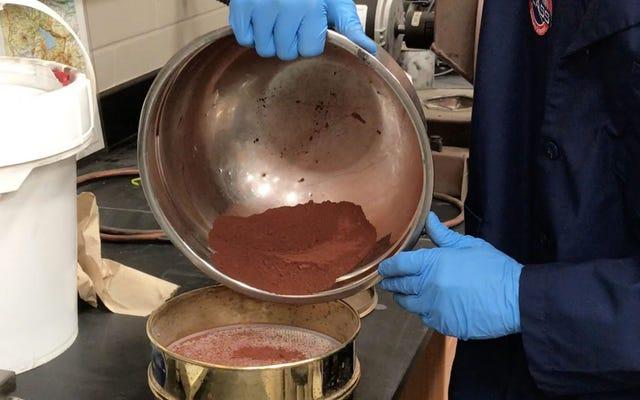 Se la tua passione è il giardinaggio sperimentale, questa università vende una replica della regolite marziana per $ 20 al chilo