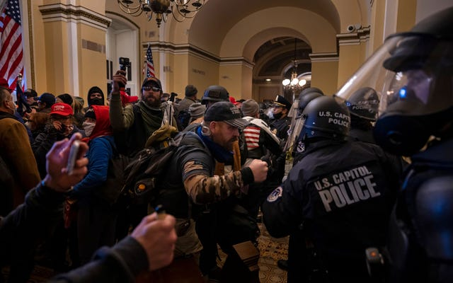 組合は、警察を暴動攻撃に対して脆弱なままにしておくために国会議事堂の警察指導者を呼びかけます。別の警察官が自殺で死亡した