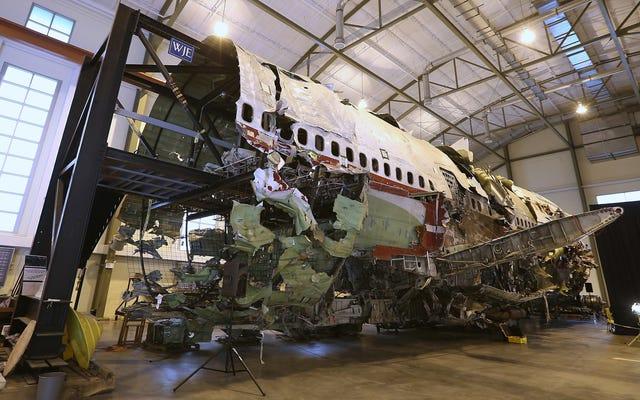 NTSBはTWAフライト800の残骸を破壊します