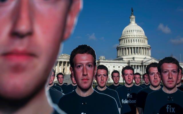 100 картонных фигурок Марка Цукерберга спускаются на Капитолий, а Иезавель просто не может быть более возбужденной