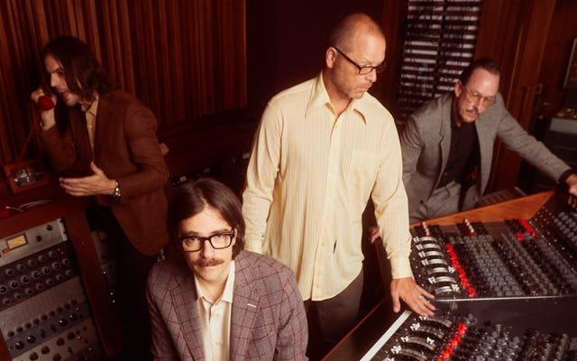 Con OK Human, Weezer viste a su pop con ropa retro de los 70