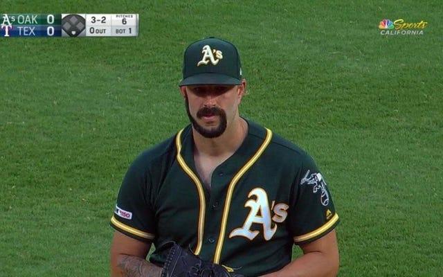 Aの投手マイク・ファイヤーズはあえて彼のひげをG字型に剃りました