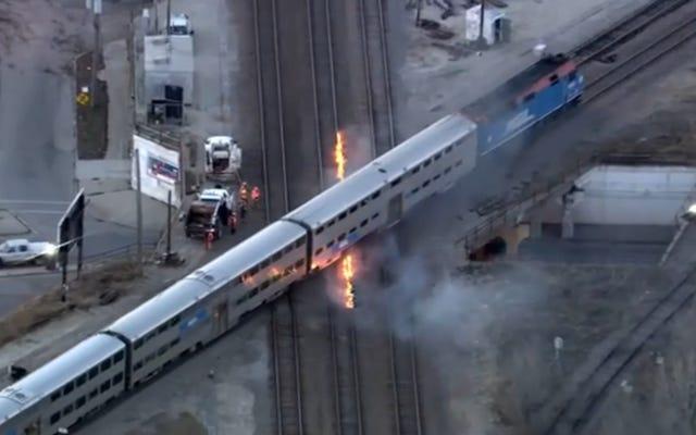 シカゴはとてつもなく寒いので、列車を動かし続けるには線路に火をつける必要があります
