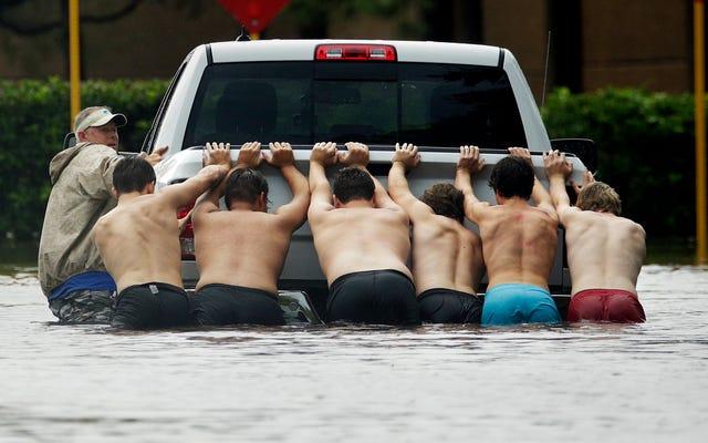 Как два фута дождя превращаются в десять футов паводка?