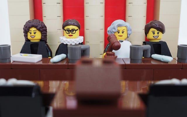 Lego a rejeté cet ensemble parfait de juge de la Cour suprême pour femme; Nous objectons!