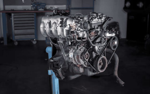 車のエンジンを分解する方法に関するこのタイムラプスは、多くのマニュアルよりも多くのメカニズムを教えています