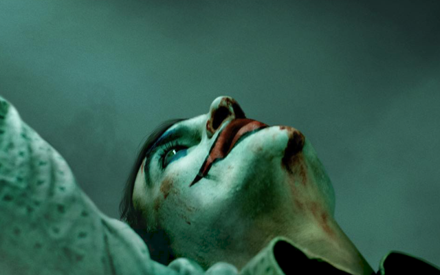 Abbiamo appena visto le prime scene di Joaquin Phoenix nei panni del nuovo Joker della DC
