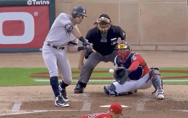Des jumeaux montrent des réflexes de terrain semblables à ceux d'un chat contre de vils Yankees