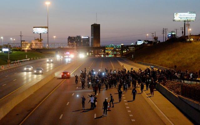 El proyecto de ley de Missouri autorizaría la fuerza letal contra los manifestantes y proporcionaría inmunidad a quienes atropellaran a los manifestantes