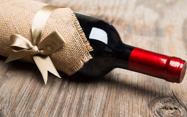 Cómo regalar vino sin parecer un cerdo sin criar
