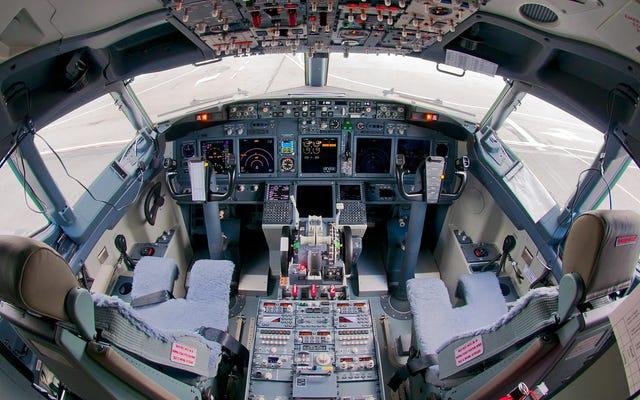 特定のボーイングモデルで旅行する場合、飛行機で電話を使用することは非常に危険です。