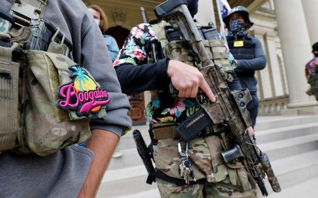 Boogaloo Boys oskarżeni o próbę sprzedaży broni zagranicznej organizacji terrorystycznej