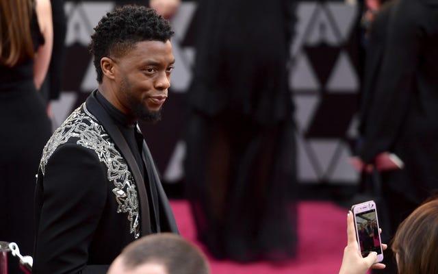 Hören Sie aus Liebe zu Gott auf, den Black Panther Cast zu bitten, den 'Wakanda Forever'-Gruß zu halten
