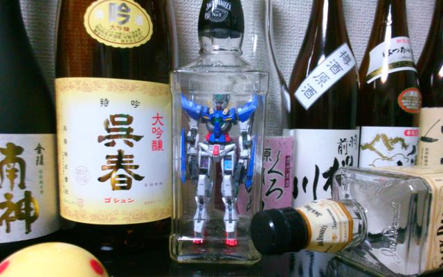 He aquí, modelos de Gundam ... en una botella