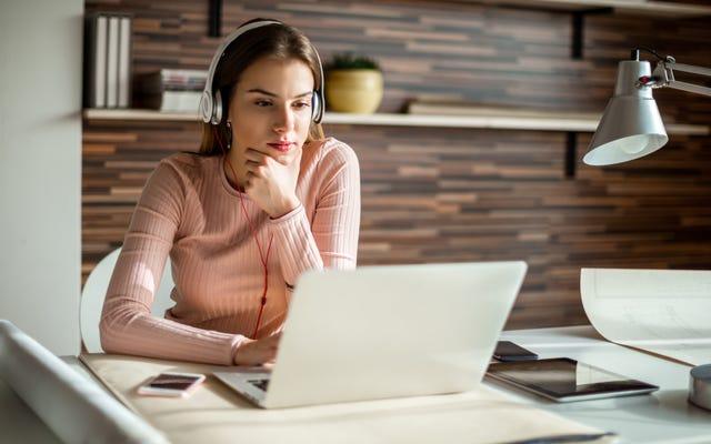 作業中にホワイトノイズを聞くことで生産性を向上させる