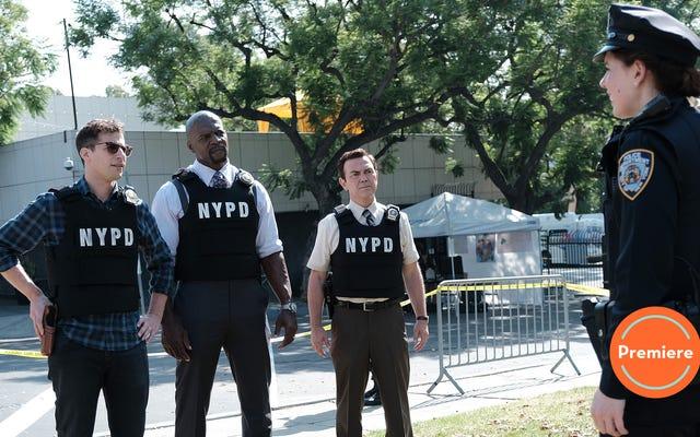 """Đó là một """"Manhunt"""" (và tình huống Traveling Pants) để bắt đầu mùa thứ bảy của Brooklyn Nine-Nine"""