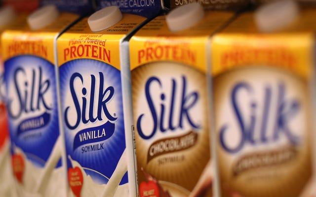 Il latte di mandorle è l'ultimo morto nella nuova classifica dei fluidi lattiginosi
