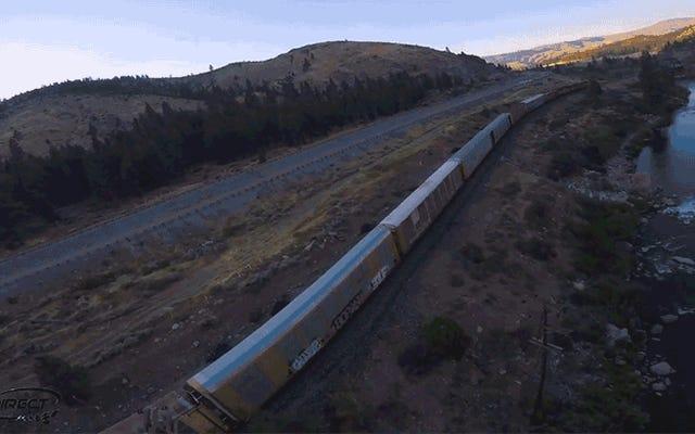 Cuplikan Drone yang Mendengung di Kereta Kargo Ini Membalikkan Perut Saya