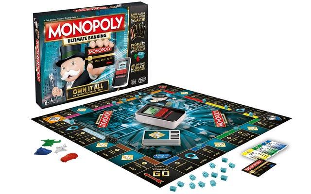 Monopoly Ultimate Banking eliminuje gotówkę za pomocą małego bankomatu, który skanuje karty majątkowe