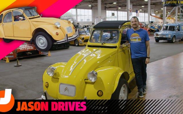La Citroën 2CV è un'auto da scherzo quando la dividi per due