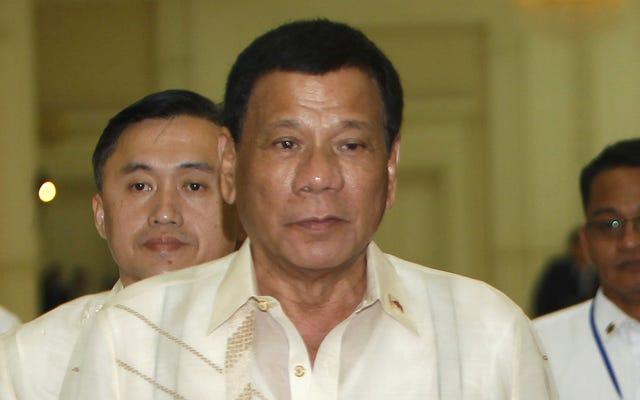 Le président philippin se vante de rouler à moto et de tuer `` personnellement '' des gens