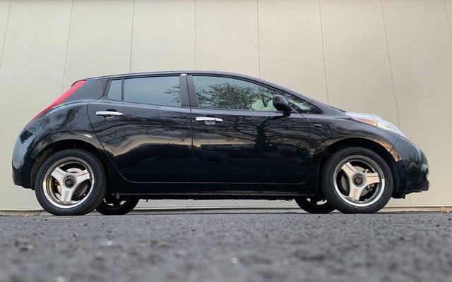 Un set di ruote a tre razze mi ha fatto amare ancora di più la mia Nissan Leaf economica