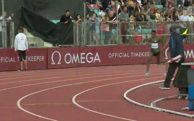 エチオピアの長距離ランナーは、彼がつまずいたと信じた後、彼のショーツで仲間の同胞を引っ張る