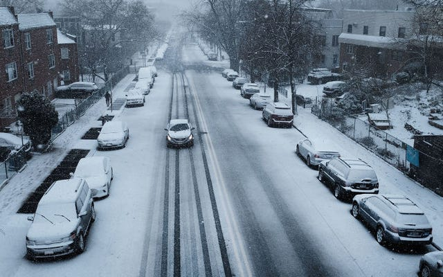 冬は悪化するばかりなので、降雪から発電する方法を発明しました