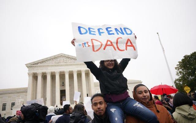 トランプは早く起きてDACAについて人種差別的なツイートを送った