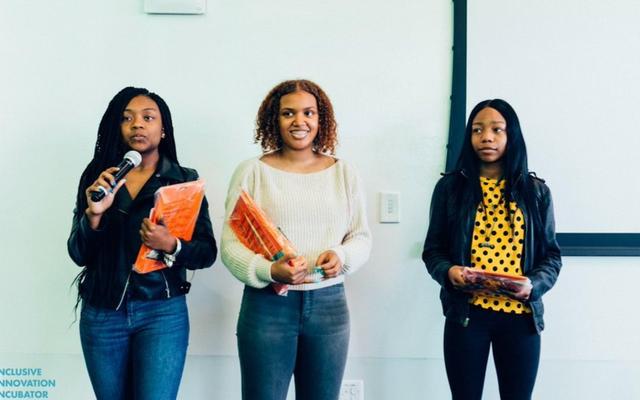 인종 차별 주의자들에 의해 해킹 된 것으로보고 된 NASA 여행에서 승리하기 위해 경쟁하는 3 명의 흑인 소녀