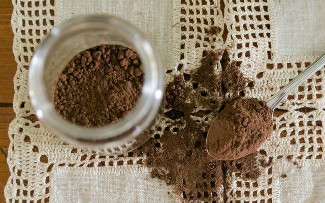 Doğal ve Hollanda İşleme Kakao Tozu Arasındaki Fark ve Her Biri Ne Zaman Kullanılmalı