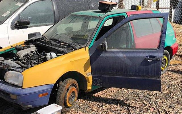 Ten szalony geniusz ratuje bardzo rzadkiego VW Harlequin ze złomowiska i jeździ nim po kraju
