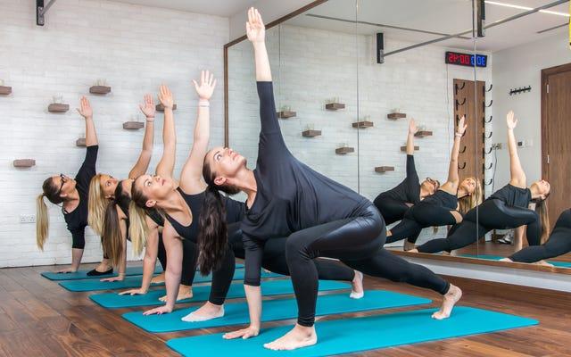 Une femme blanche prétend lutter contre le racisme en créant un événement de yoga raciste; Ne comprend clairement pas comment fonctionne le racisme