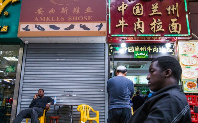 Африканцы в Китае говорят, что полиция приказала им прекратить рассказывать истории о расовой дискриминации: Report