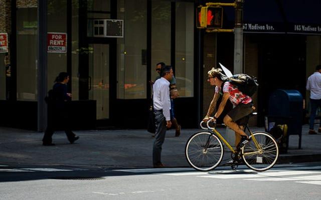 自転車に乗る人はけいれんですか、それとも彼らはただ安全ですか?