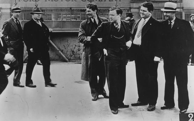 Ricordiamoci quella volta che il presidente della UAW Walter P. Reuther indossava un completo da picchiare in culo