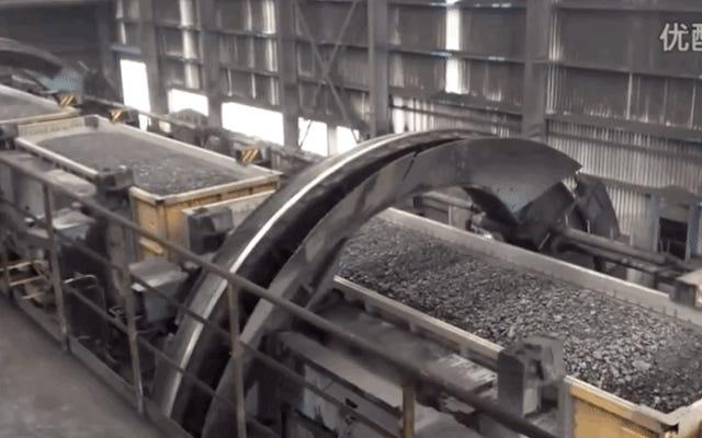これが石炭列車の荷降ろし方法です