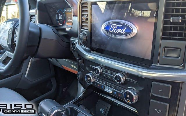 次のフォードF-150ラリアットインテリアはいくつかの重要なボタンが残っているすべてのデジタルに見えます